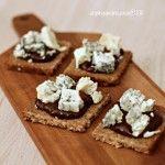 BRINDISI :: Canapè con gorgonzola e crema di prugne secche