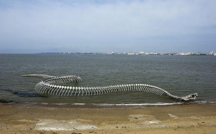 """Appelé """"serpent d'océan"""" ou """"Dragon de Mindin"""" création pérenne de Huang Yong Ping dans l'estuaire de la Loire à Saint-Brevin-les-Pins Pointe de Mindin"""