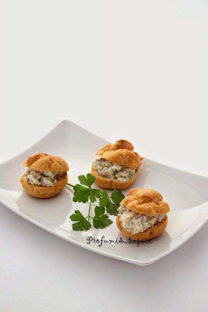 Bignè salati con crema ai funghi e parmigiano