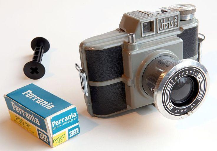 Среднеформатный простейший фотоаппарат «Ferrania Ibis 66» и плёнка типа 120, Италия
