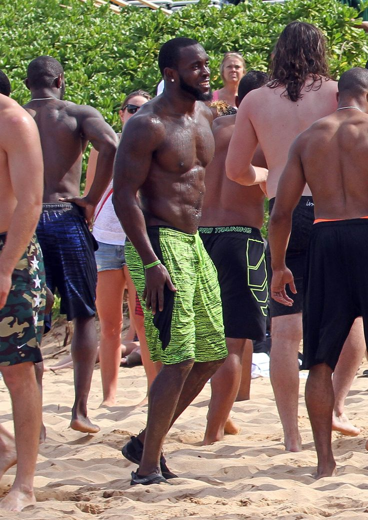 It's Your Lucky Day! See a Slew of Seattle Seahawks Players Shirtless on the Beach