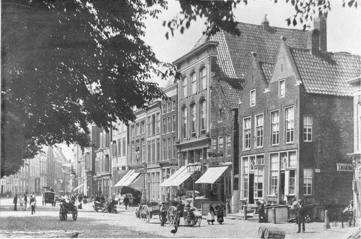 Groningen<br />De stad Groningen: A-KERKHOF noordzijde 1885. Kijkend richting de Brugstraat