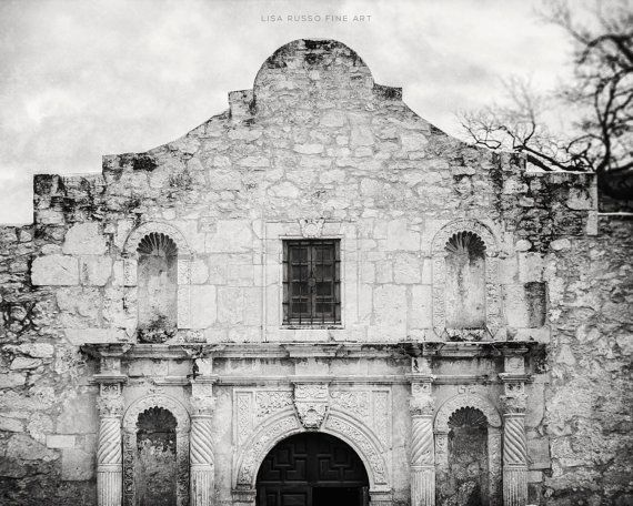 THE ALAMO There isnt much explanation needed here! I feel so lucky to be able to travel and visit so many iconic locations in America, and The Alamo is no exception. The Spanish architecture is so amazing and intricate, and I just love the history and stories that go along with it.
