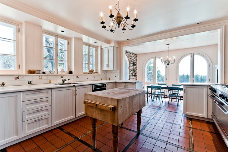 Counter space galore! Appliances that will make you sing! Cupboards that completely eliminate clutter! Drawers that dependably organize your kitchenware, and a style that is as peaceful as it is polished! This is a kitchen that's worthy of your cooking!
