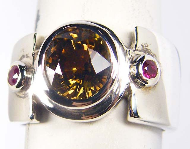 CITRINE AND RUBY  STYLISH  SILVER RING  SIZE  8 GRR 170  NATURAL CITRINE/RUBY  GEMSTONE RING SET JEWELLERY FROM GEM TRADERS,AT GEMROCKAUCTIONS