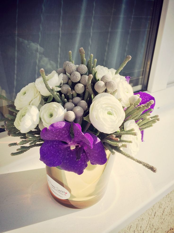 flower in november http://theflowersociety.ro/