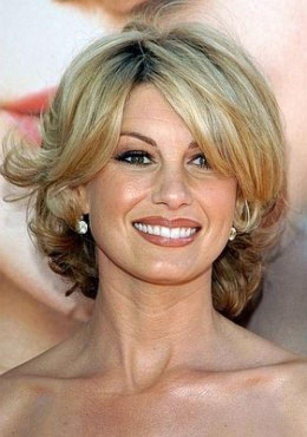 Neue Haarschnitte und viele Winterfarben für Frauen ab 40 Jahren oder diese Schwelle erreichend!