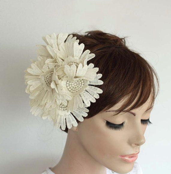 The 25+ best Wedding hair fascinator ideas on Pinterest | Bridal ...
