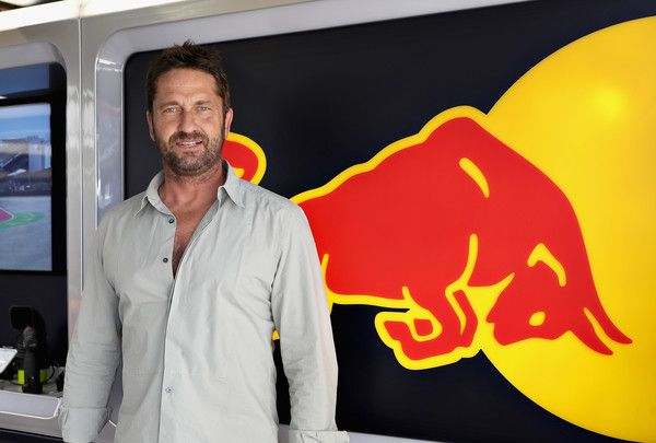 Gerard Butler Photos Photos - Actor Gerard Butler in the Red Bull Racing garage during qualifying for the United States Formula One Grand Prix at Circuit of The Americas on October 22, 2016 in Austin, United States. - F1 Grand Prix of USA - Qualifying