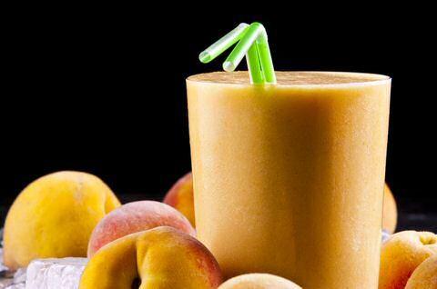 3 makkelijke en snelle recepten om lekkere perzik smoothies te maken met verse…