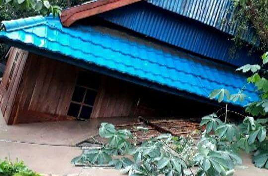 "Bima gelap gulita warga yang mengungsi butuh bantuan  BIMA (Arrahmah.com) - Banjir bandang melanda Kota Bima Rabu (21/12/2016). Banjir ini disebut sebagai banjir terparah di Bima dalam beberapa tahun terakhir.  ""Semua kecamatan terendam banjir. Selain rumah juga merusak fasilitas pemerintah seperti perkantoran sekolah jalan dan jembatan bahkan merusak lahan pertanian termasuk hewan ternak"" tutur Kepala Badan Penanggulangan Bencana Daerah (BPBD) Kota Bima H Syarafuddin Kamis (22/12/2016)…"