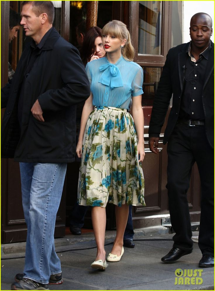Taylor Swift: 'Begin Again' Video Shoot & 'Red' Preview Clip!   taylor swift begin again video shoot red preview clip 06 - Photo Gallery   Just Jared