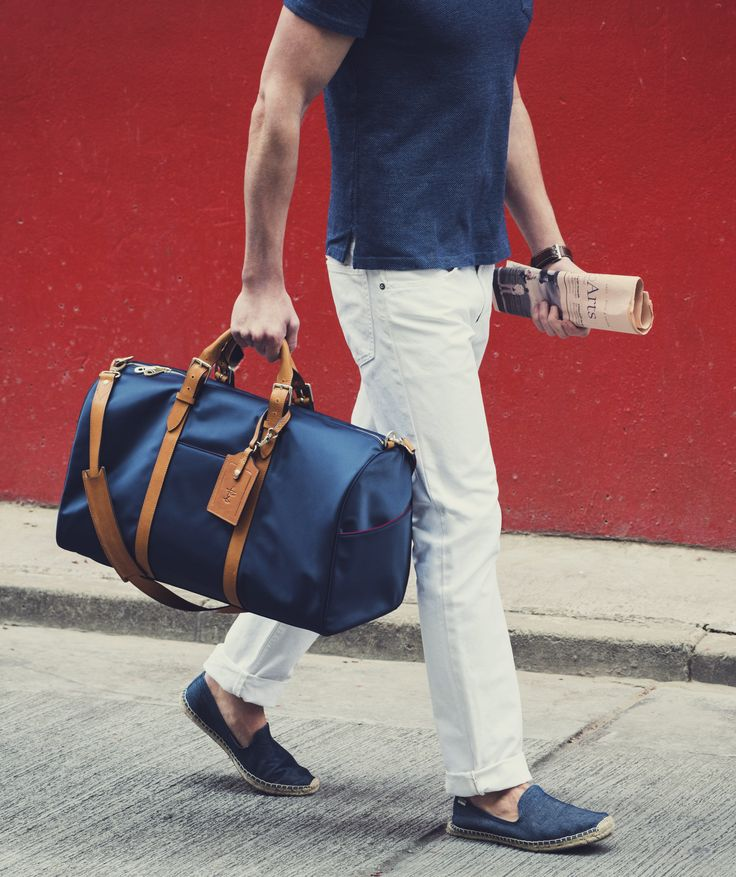 Equally useful as a gym bag or an overnight carryall – the Monaco is a thoughtfully designed update on the classic men's weekender bag. It is made of ultra lightweight 100D waterproof nylon and paired with premium, vegetable-tanned leather from American tannery, Horween. Sized to meet carry-on requirements, it includes features for the frequent traveler.