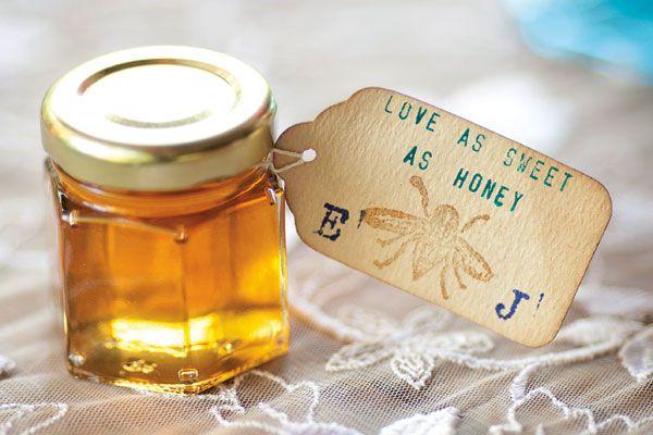 Check out these wedding favor ideas - http://dropdeadgorgeousdaily.com/2014/02/wedding-favour-ideas/