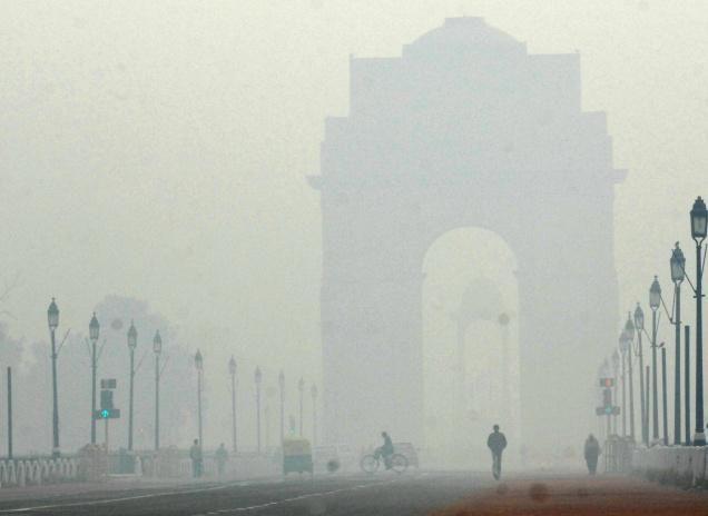 देश की राजधानी दिल्ली में बुधवार सुबह हल्की धुंध रही। यहां न्यूनतम तापमान सामान्य से दो डिग्री कम 10.7 डिग्री सेल्सियस दर्ज किया गय