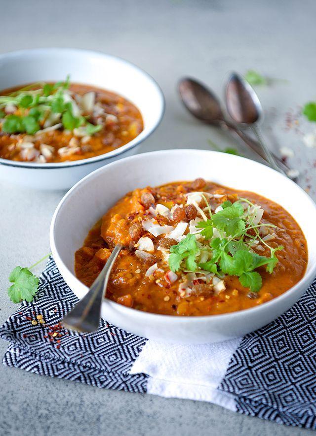 Få varmen med en krydret, fyldig og mættende mulligatawny suppe, der er lige så lækker som ingredienslisten er lang. Men bare rolig, det er hverken indviklet eller kompliceret at lave en mulligatawny