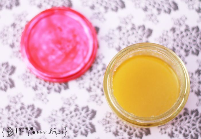 Pečující přírodní peeling ze soli a olivového oleje