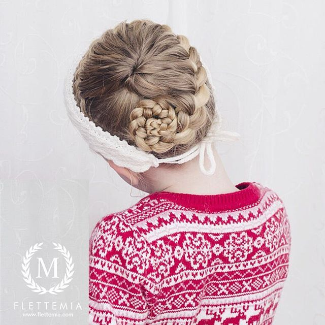 """Frisyre fra tidligere i uka: halv stjerneflette over i treerflette ❤️ Strikket hårbånd i flettestrikk etter egen oppskrift / Hairstyle from earlier this week: half starburst braid over in a three strand braid ❤️ Knitted headband I've designed myself"" Photo taken by @flettemia on Instagram, pinned via the InstaPin iOS App! http://www.instapinapp.com (01/09/2016)"