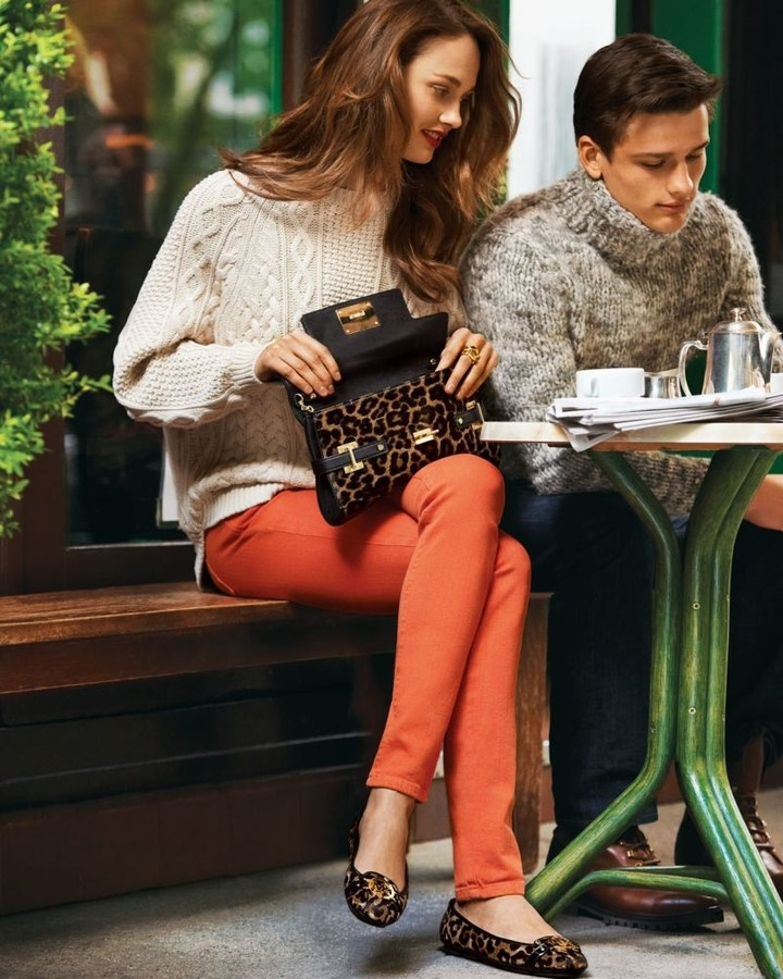 ooooooo love the sweater, orange skinny, flat combo!!