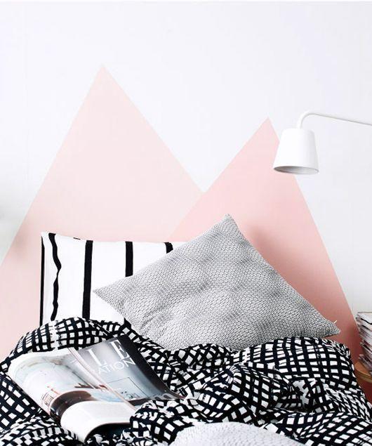 Tête de lit peinte rose pâle