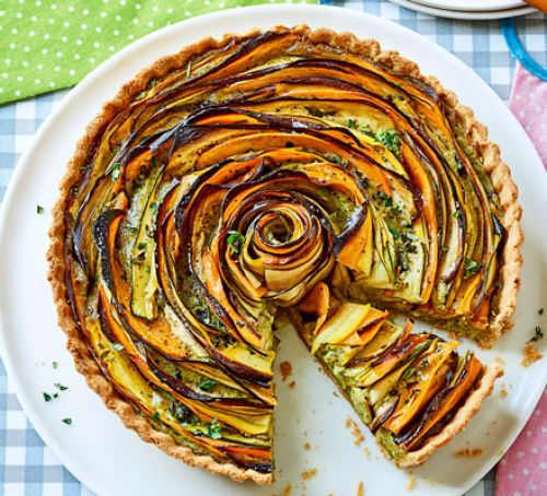 Summer vegetable & pesto rose tart. Impress your guests with this Ratatouille-inspired Idea for Brunch.