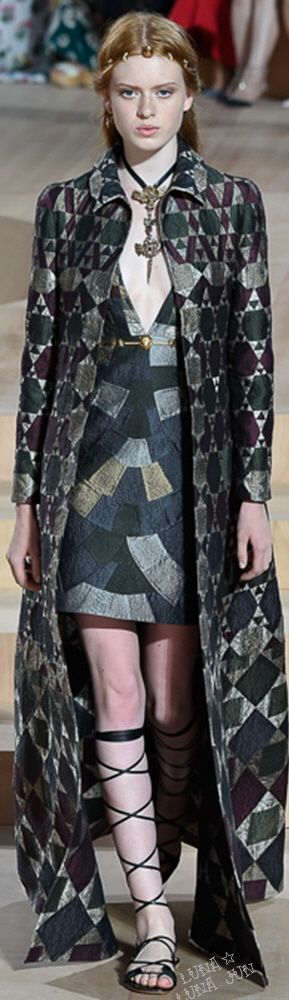 Valentino Fall 2015 Couture  is there too much big segmentation in the pattern here, even tho lowish contrast?