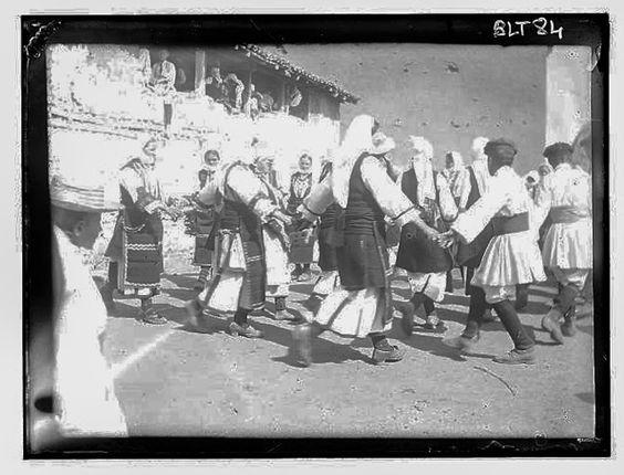 Grèce ; Macédoine ; Negocani (Νίκη-Φλώρινα)  (1916-1917) Légende Dans le village : la ronde Auteur photo Blanchet, Joseph