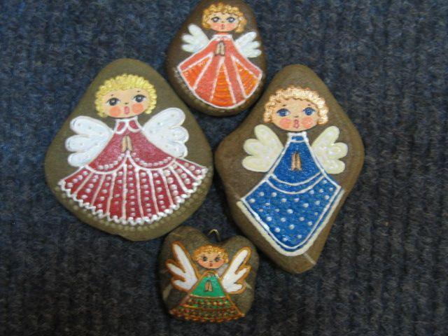 Aniołki malowane na kamyku...These angels are really ...
