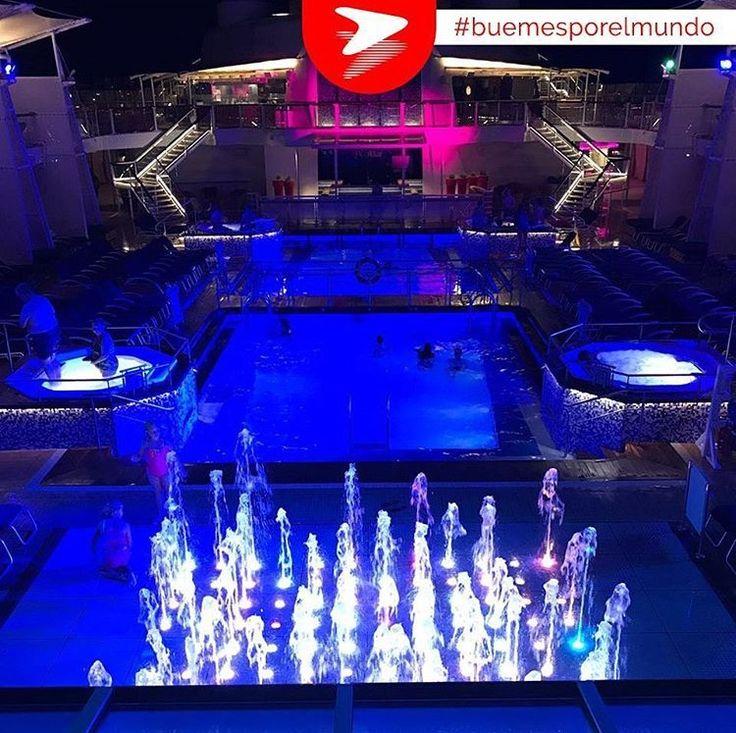 El barco cuenta con un total tres piscinas y seis Jacuzzis, dos de ellas ubicadas en la terraza al aire libre y una cerrada. Celebrity Equinox tiene todos sus espacios adaptados para que los puedan disfrutar tanto los pequeños como los adultos.  #Buemesporelmundo  #CelebrityEquinox