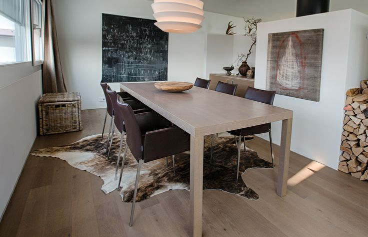 dining area in taupe