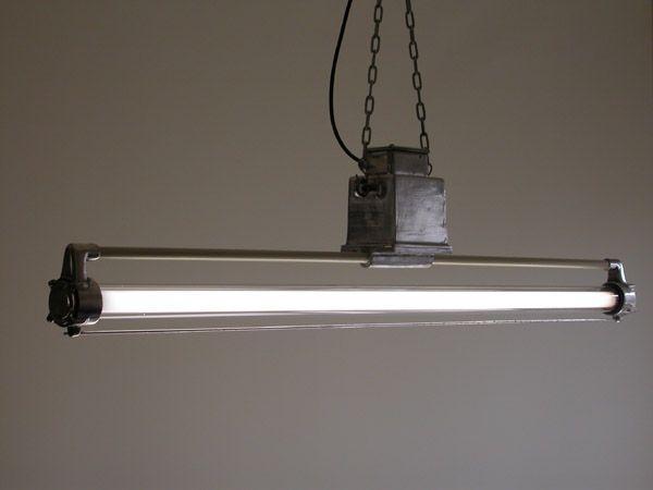 東ドイツ 工業系 照明 ビンテージ ランプ ライト プルーヴェ「中古」の価格比較|アンティーク、コレクション|ヤフオク(ヤフーオークション)開催中- オークファン(aucfan.com)