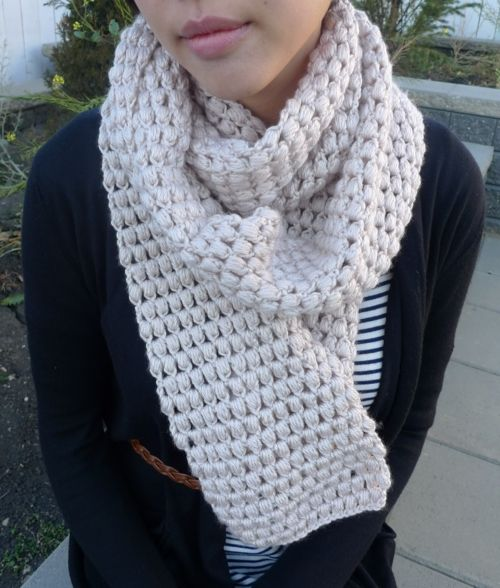 Keep warm during the fall and winter seasons with a simple puff stitch scarf like this one. Make one for yourself and then make more to give as holiday gifts.
