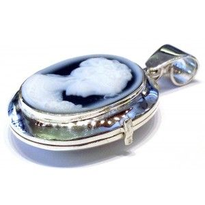 Locket and pendant with Venice lady portrait cameo, 20/25 mm blue agate, sterling silver setting 925 % in plain style representing the city of Venice. The locket can hold 2 photos.    https://www.eredijovon.com/en/2502-blue-cameo-lady-locket-necklace-venice-silver.html    #italiancoraljewels #cammeiitaliani #cameos #cammei #handcarvedcameos #cammeifattiamano #handmadecameos #antiquecameos #vintagecameos #cameolocket #cameonecklace #cameoring #cameobrooch