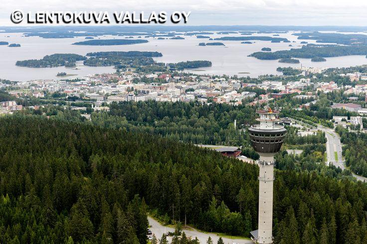 Puijon näkötorni ja kaupunkia taustalla Ilmakuva: Lentokuva Vallas Oy