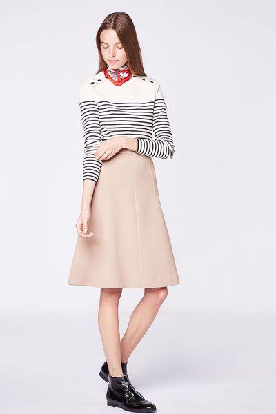 Marinière, pull en cachemire, trench, jupe courte boutonnée, jean flare, bottes en daim... Nos idées shopping et inspirations de looks pour cet automne.