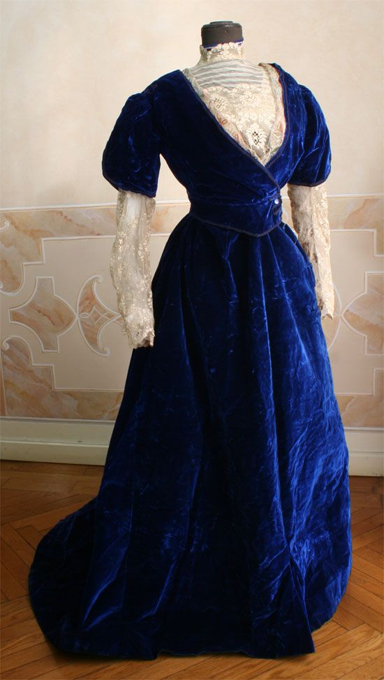 Two-piece suit (skirt and bodice) electric blue silk velvet with lace jabot and sleeves. 1908