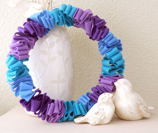 Cute ruffled felt wreath. You could do this with any combination of colors to have a wreath for each season.