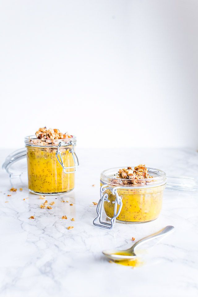 Nem og sund opskrift på chiagrød med frisk mango. Vælg selv om du bruger mælk, skyr, kokosmælk eller mandelmælk til chia grød. Lækker opskrift med chiafrø.