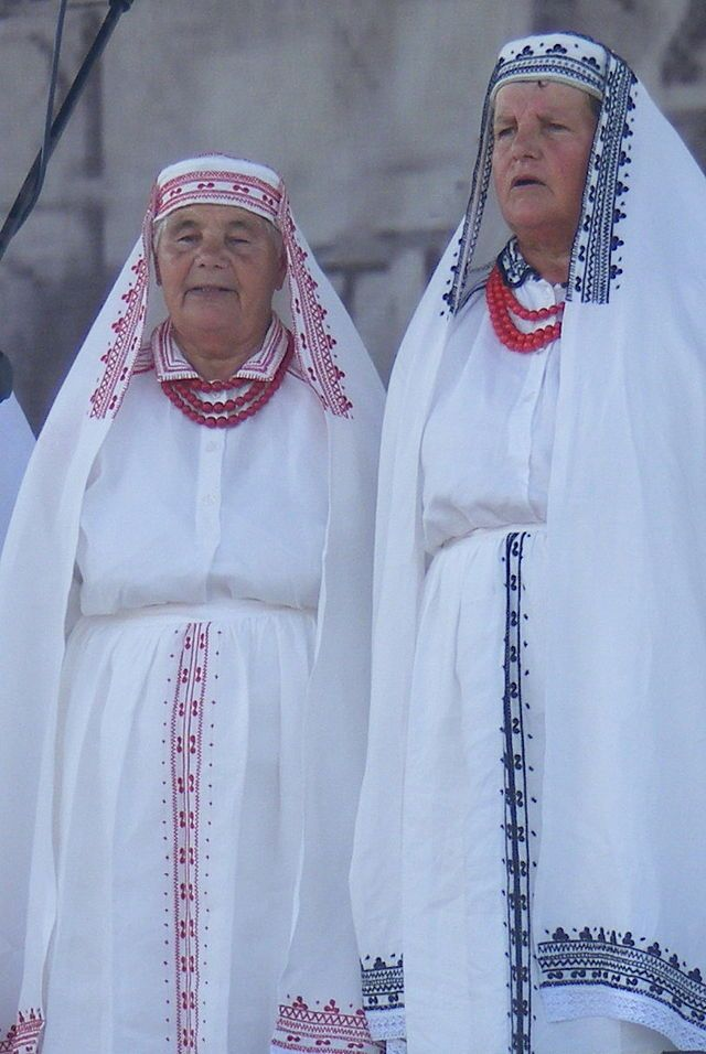 Polish folk costume from Bilgoraj Original uploader was Alus at pl.wikipedia