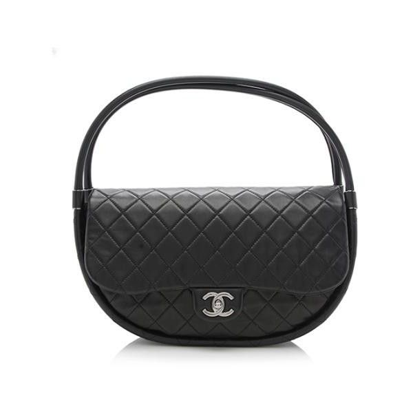 Pre-Owned Chanel Quilted Lambskin Hula Hoop Medium Bag ($1,925) ❤ liked on Polyvore featuring bags, handbags, black, chanel purse, pre owned bags, pre owned purses, lambskin leather handbags and lambskin handbags