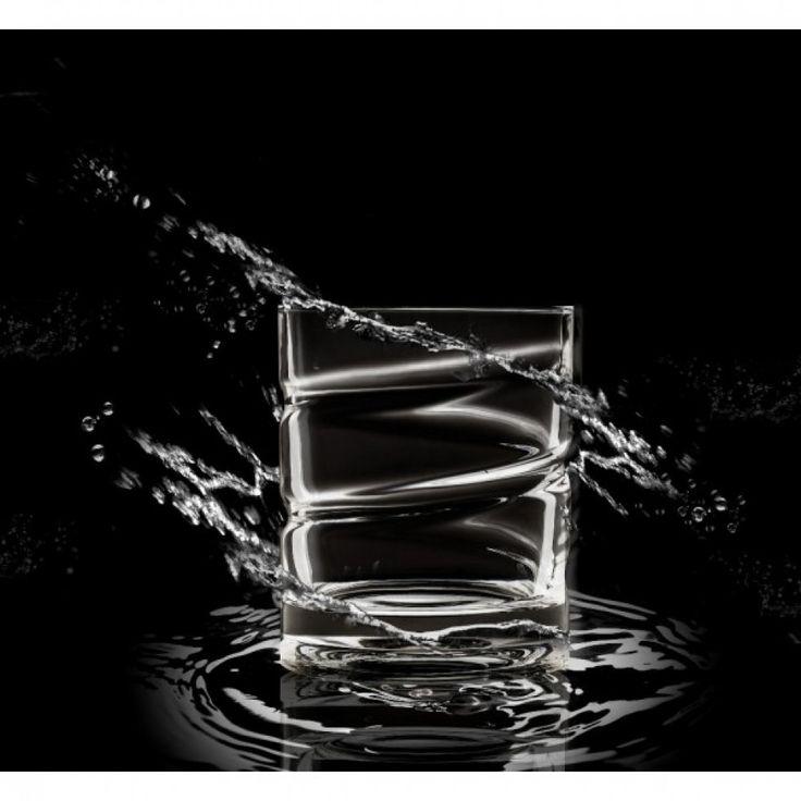 Verre à whisky rotatif piroette collection tourne sur lui même ce qui aide les arômes de votre alcool à se dégager.