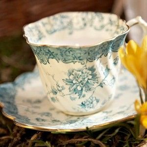 Google Image Result for http://www.cosyhomeblog.com/wp-content/uploads/2011/03/vintage-cup-saucer-candle-300x300.jpg