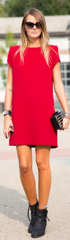 Little red shift dress with black combat boots Street Style | Carlotta Oddi