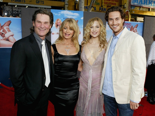 Actor Kurt Russell, his wife, actress Goldie Hawn and her kids, actress Kate Hudson and actor Oliver Hudson attend the film premiere of the romantic comedy 'Raising Helen' on May 26, 2004 at the El Capitan Theatre, in Hollywood, California.
