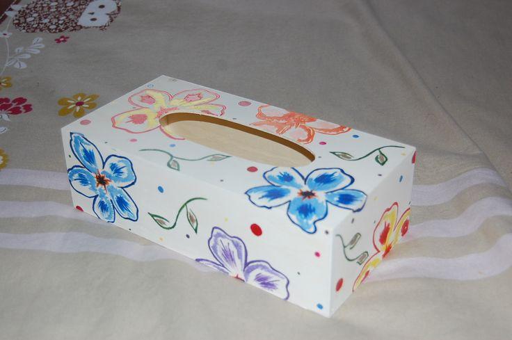 """Boite à mouchoirs en bois peinte à la main """"Bulles De Fleurs"""" : Boîtes, coffrets par smithycreations"""