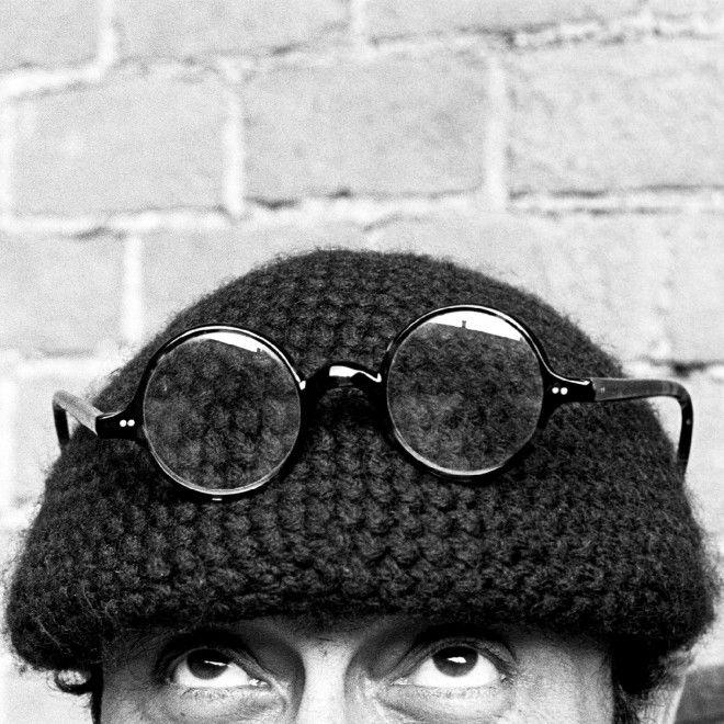 La celebre foto di Lucio Dalla con gli occhi rivolti al cielo e gli occhialetti appoggiati sul basco l'ha scattata lui: Renzo Chiesa. Fotografo e soprattutto amante della musica, ha immortalato negli anni le più grandi icone della musica: Frank Zappa, Mick Jagger, Jimi Hendrix, Fabrizio De An