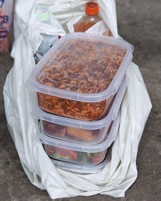 Tpm abriu as sacolas e as histórias de cinco mulheres que, um dia por semana, almoçam no cárcere.