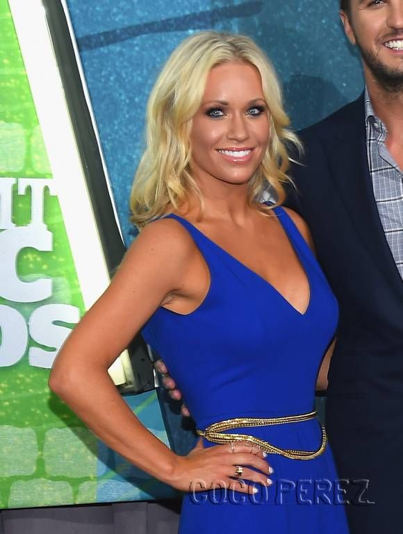 Luke Bryan & His Wife Caroline Boyer Have The Good Kind Of Blues At The CMT Awards! | CocoPerez.com
