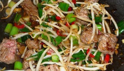 Salade Met Thaise Biefstukpuntjes recept | Smulweb.nl