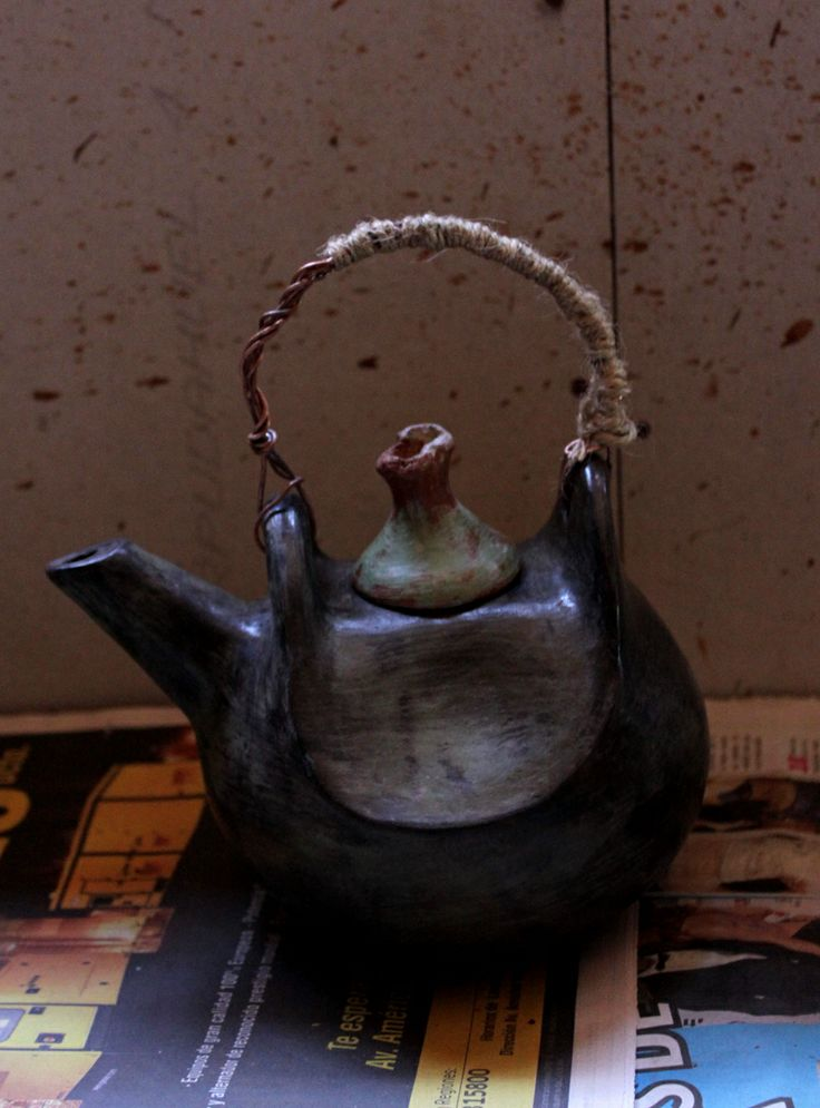 tetera enngrecıda en horno de tıerra fotografıa manuel gonzalez